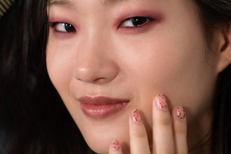 Smalti glitter trasparenti per una manicure easy e scintillante