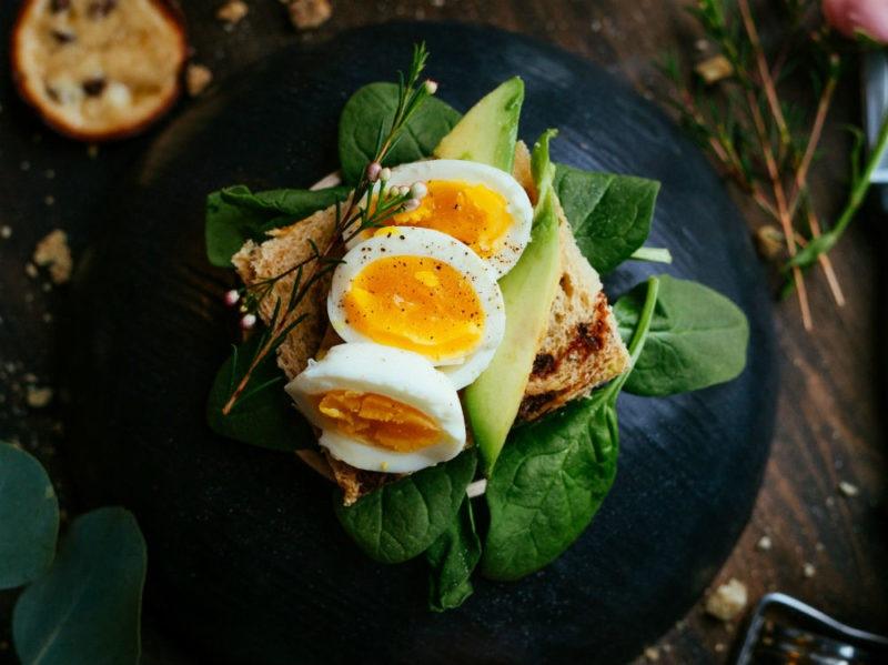 uova piatto verdure