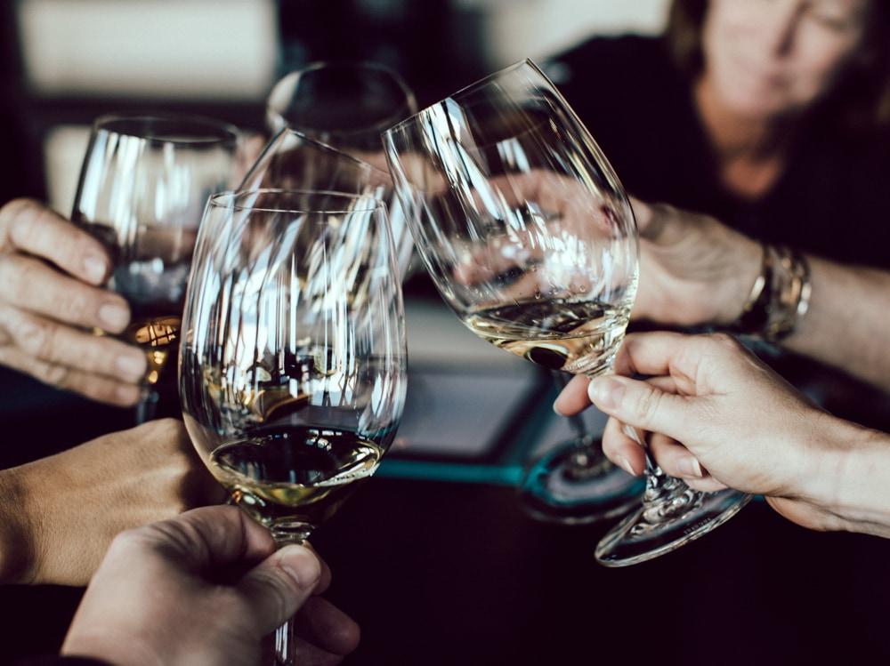 02-bicchieri-vino-brindisi