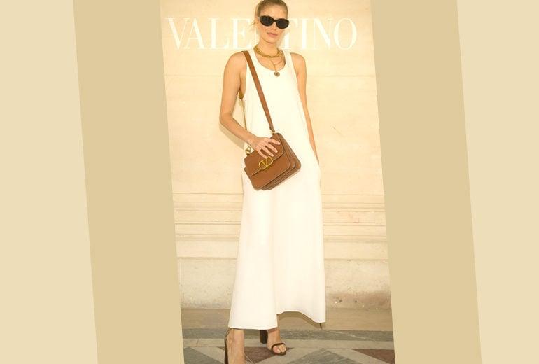 L'abito più chic dell'estate? È bianco (e Lena Perminova ci suggerisce come abbinarlo)