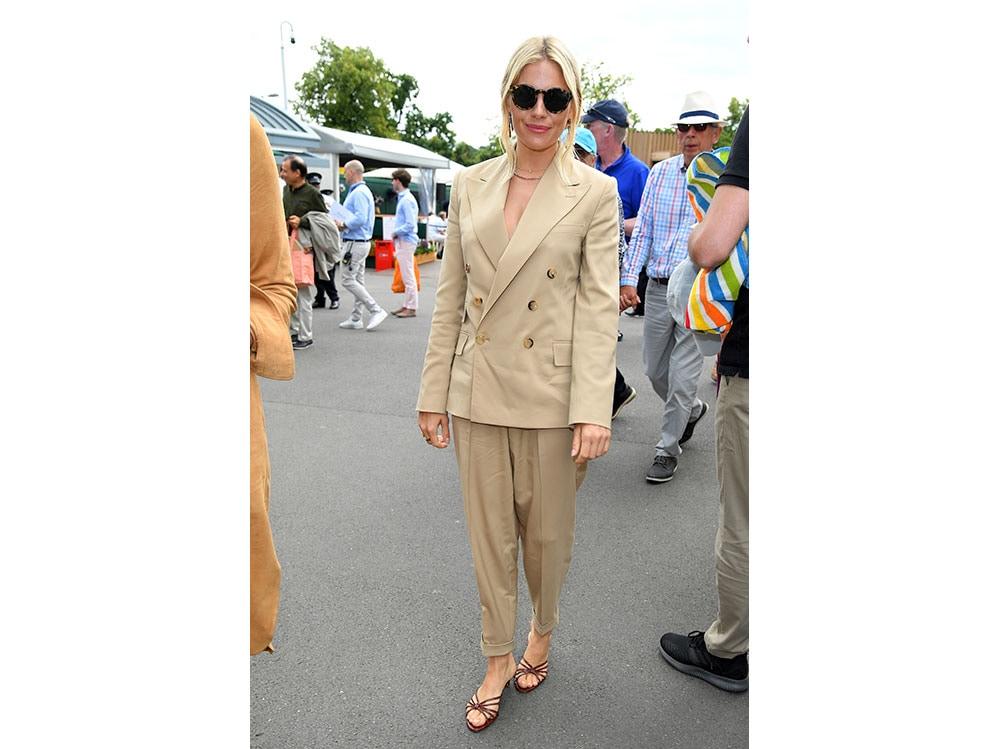 Sienna-Miller-Wimbledon-2019-completo-Ralph-Lauren-Collection-getty