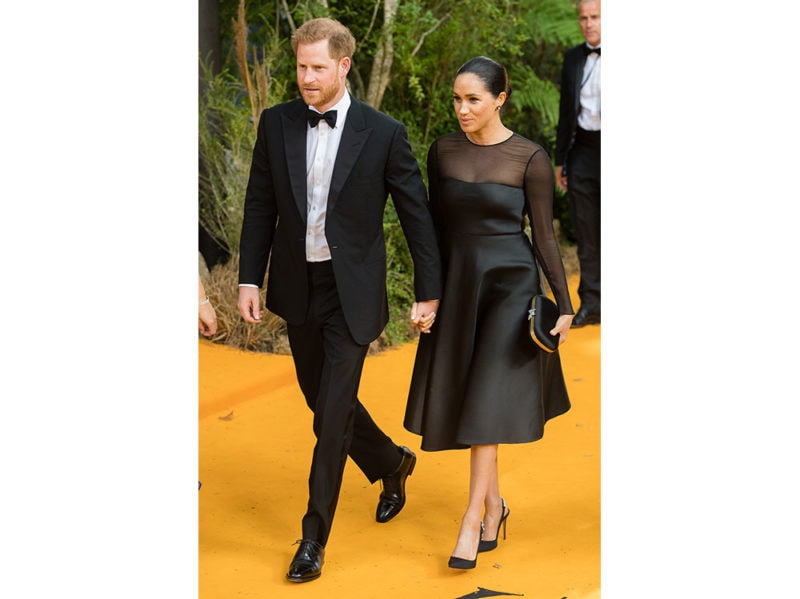 meghan-markle-in-jason-wu-con-pochette-gucci-e-pumps-aquazzura