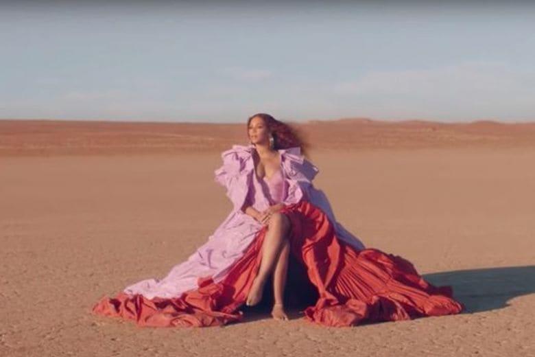 """Tutti i look indossati da Beyoncé nella canzone """"Spirit"""" per il film """"Il Re Leone"""""""