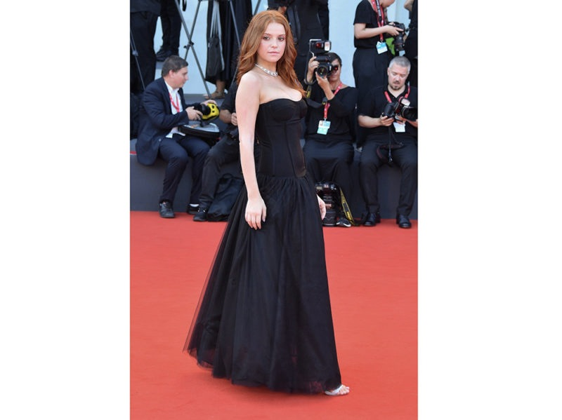 LUDOVICA-BIZZAGLIA_PLEASEDONTBUY-signed-by-TWINSET_RED-CARPET_76-VENICE-FILM-FESTIVAL