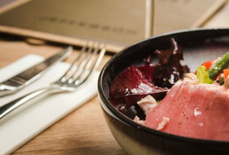 Cosa mangiare per non ingrassare se cenate tardi
