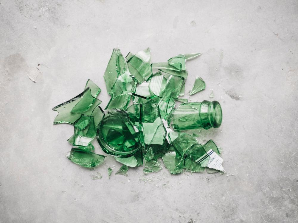 05-bottiglia-vetro-rotta