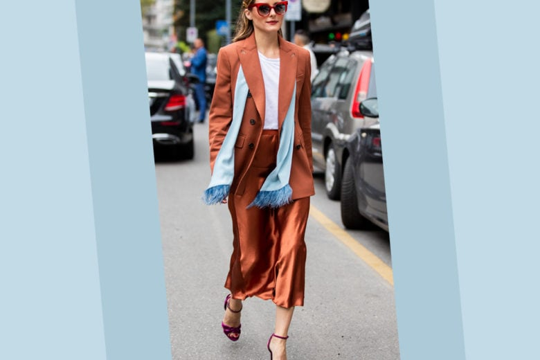 "Blazer maschile + gonna satin (rigorosamente color ""ruggine""): il look di Olivia Palermo è da 30 e lode"