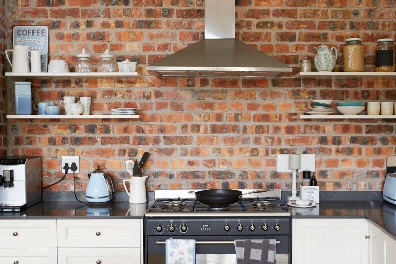 Come arredare una cucina piccola senza pensili
