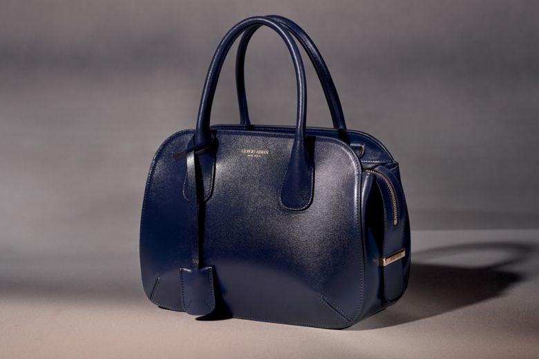 """Torna la Prima, la """"first bag"""" disegnata da Armani negli anni '90"""