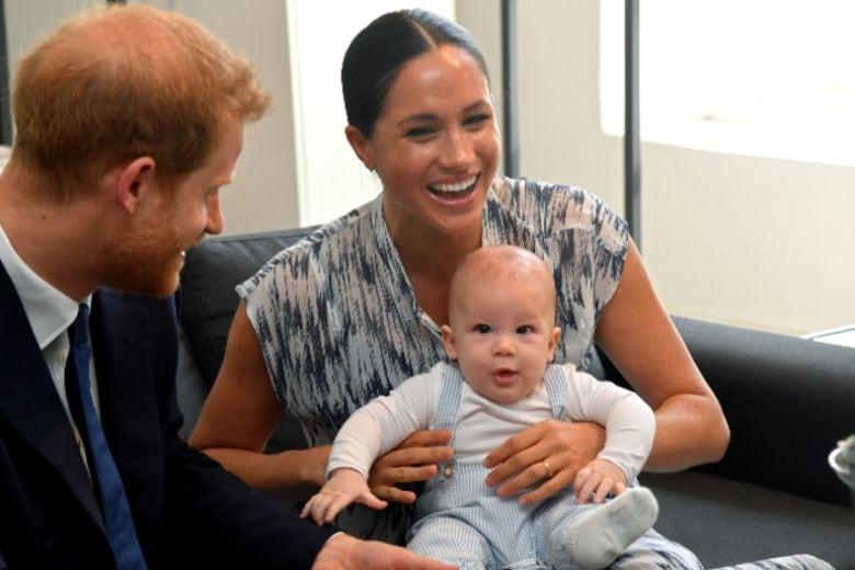 Ci sono nuove foto del figlio di Meghan e Harry: ecco com'è diventato baby Archie