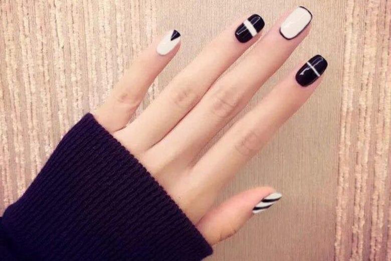 La nail art del momento? Ha linee geometriche (e super glam) sulle unghie