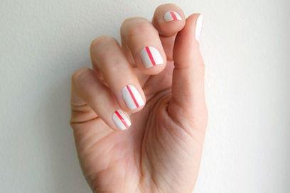 One line nail art: la manicure con una sola linea di colore è super cool