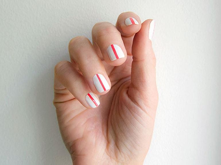 one-line-nail-art-manicure-unghie-una-sola-linea-di-colore-cover-mobile-01