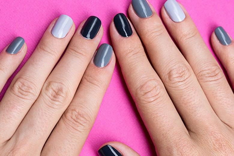 Paint chip manicure: la nail art con gradienti di colore per unghie cool