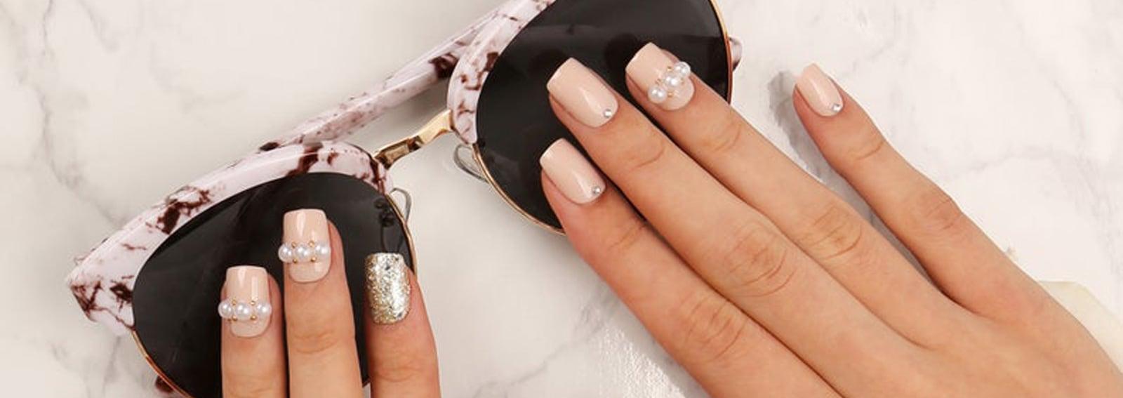parl-nail-art-unghie-con-le-perle-tendenze-manicure-autunno-inverno-2019-2020-cover-desktop-01