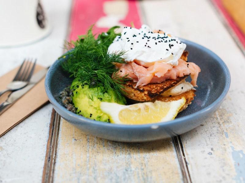 piatto insalata salmone