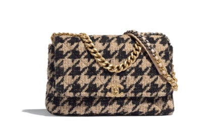 04_AS1162-B01565-MH040–The-CHANEL-19-bag-in-beige,-black,-gold-and-silver-tweed_LD