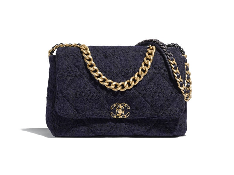 05_AS1162-B01624-MH059–The-CHANEL-19-bag-in-navy-blue-and-black-tweed_LD