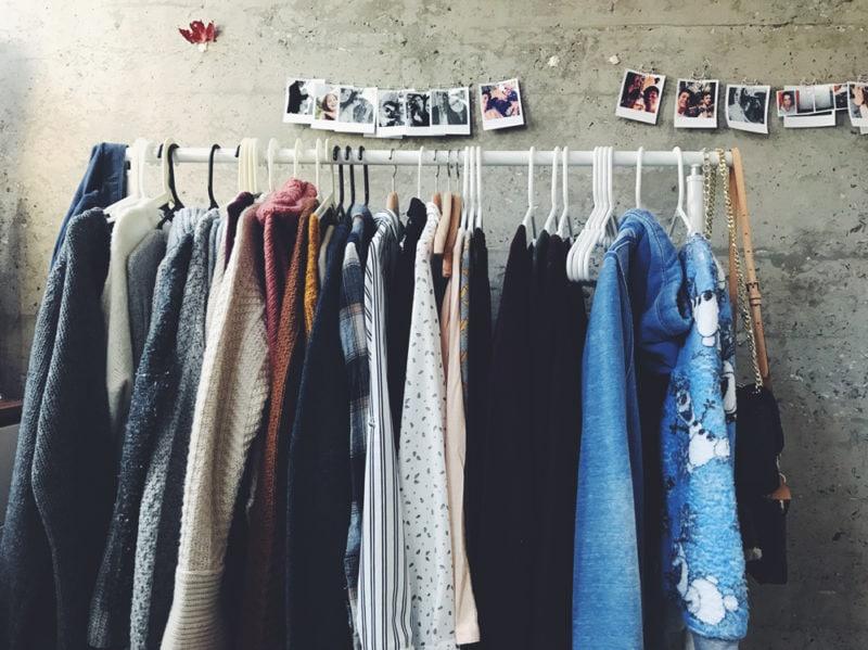 10-vestiti-appesi-foto