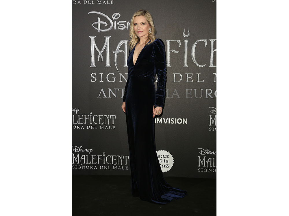 Michelle-Pfeiffer-in-Monique-Lhuillier-alla-prima-europea-di–'Maleficent-–-Mistress-Of-Evil'