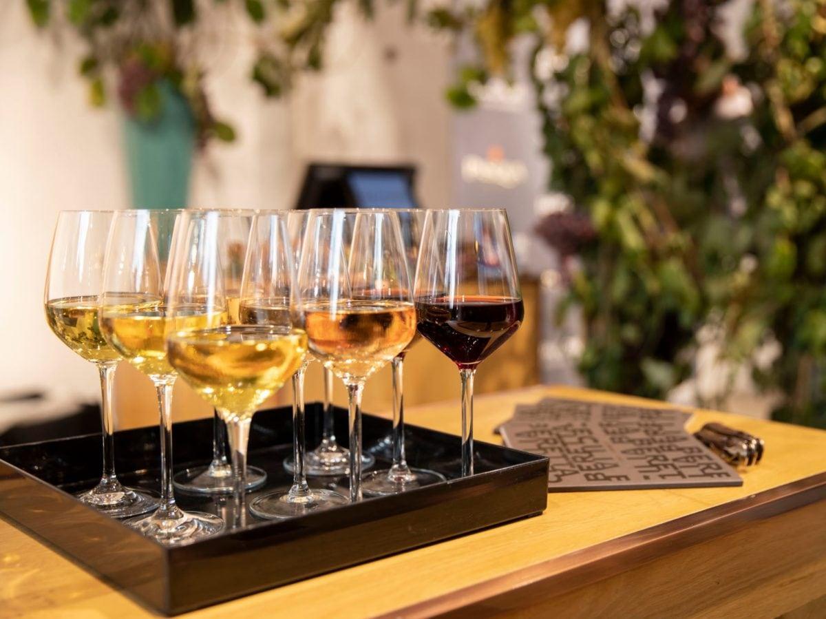 Milano wine week vini Pasqua boutique Falconeri evento La Vendemmia di Montenapoleone Milano MOBILE