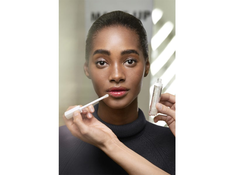 chanel-make-up-beauty-look-sfilata-primavera-estate-2020-03
