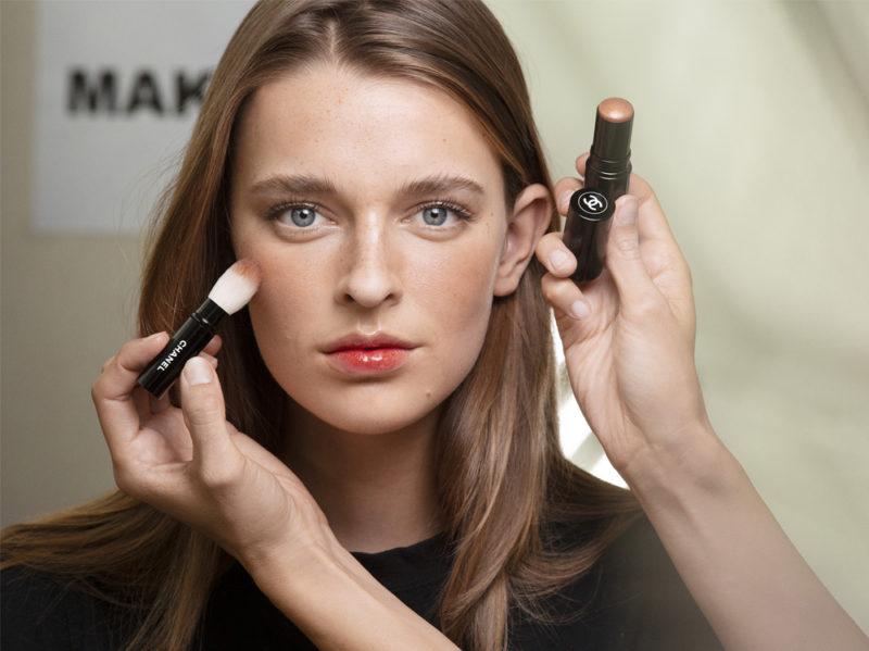 chanel-make-up-beauty-look-sfilata-primavera-estate-2020-04