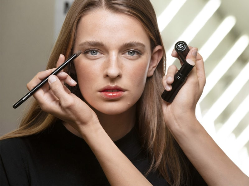 chanel-make-up-beauty-look-sfilata-primavera-estate-2020-05