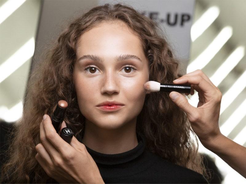 chanel-make-up-beauty-look-sfilata-primavera-estate-2020-07