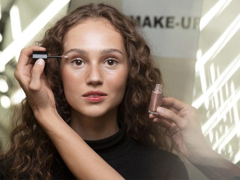 chanel-make-up-beauty-look-sfilata-primavera-estate-2020-08
