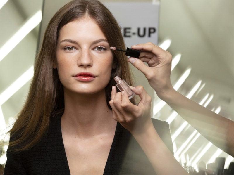 chanel-make-up-beauty-look-sfilata-primavera-estate-2020-12