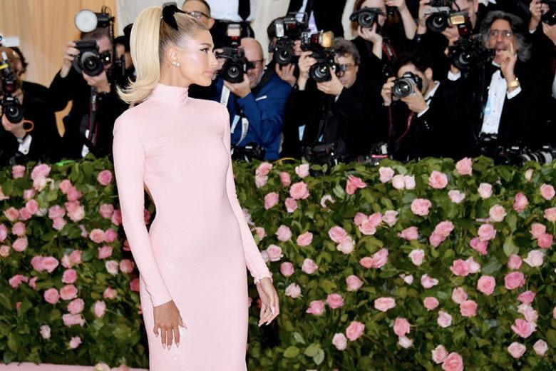 Le prime immagini dell'abito da sposa (davvero WOW) di Hailey Baldwin-Bieber