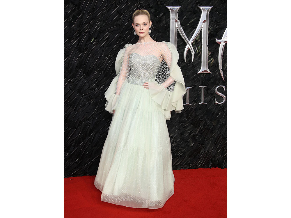 elle-fanning-alla-prima-londinese-di-Maleficent-Mistress-of-Evil-in-ARMANI-PRIVè-press-office
