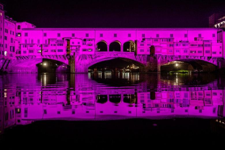 Al via in Italia la Breast Cancer Campaign. E Ponte Vecchio si illumina di rosa