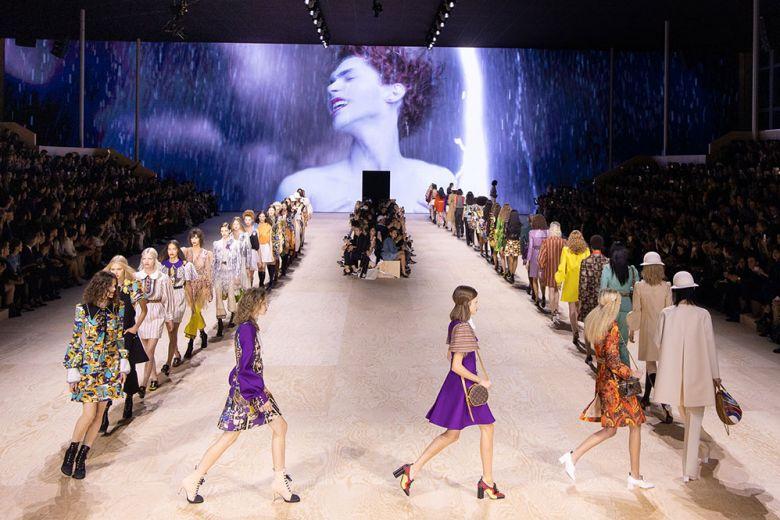 """La sfilata di Louis Vuitton chiude il mese della moda sulle note di """"It's Okay To Cry"""""""