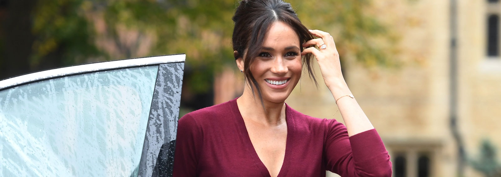 meghan-markle-gonna-DESK