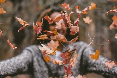 Profumo d'autunno: le fragranze femminili che evocano la stagione più romantica