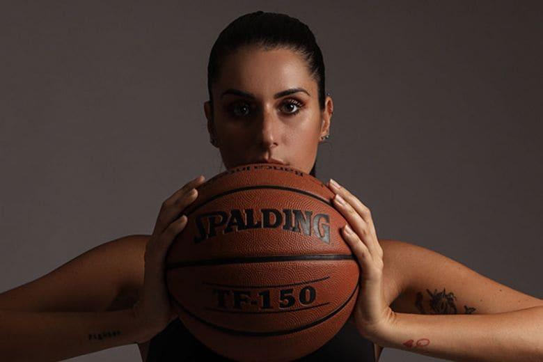 Cosa sapere del libro di Valentina Vignali, la modella dei campi da basket