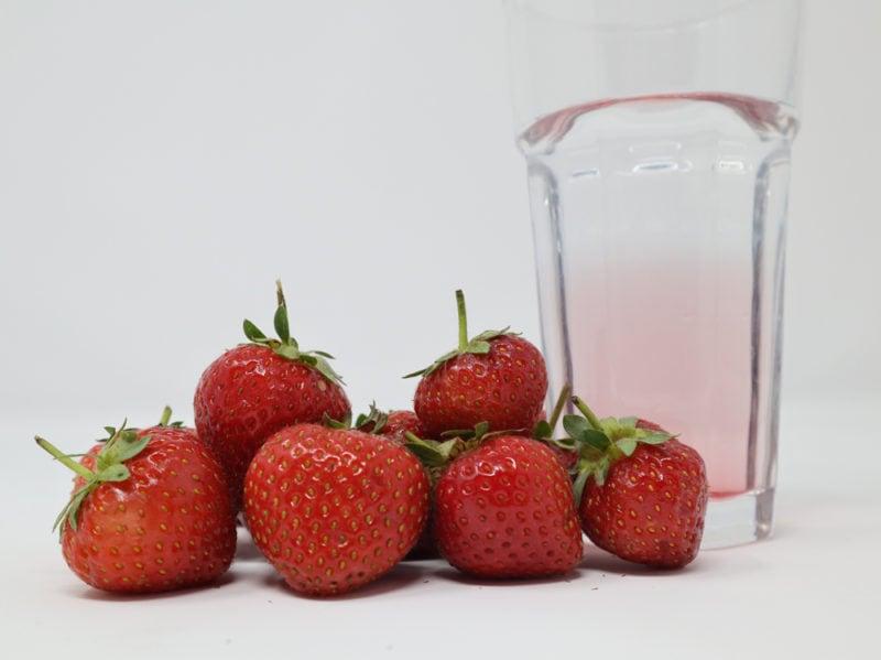 02-bicchiere-acqua-fragole