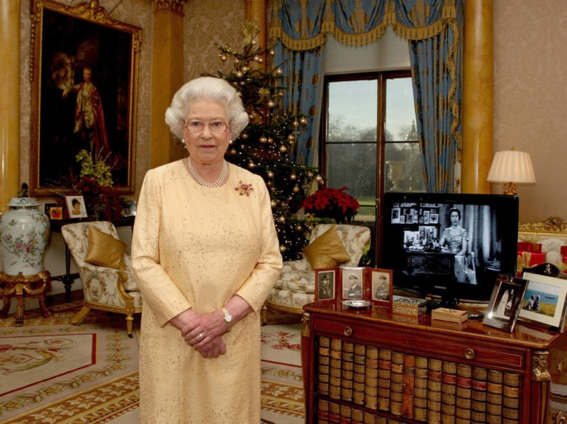 07-regina-elisabetta-albero-natale-tv