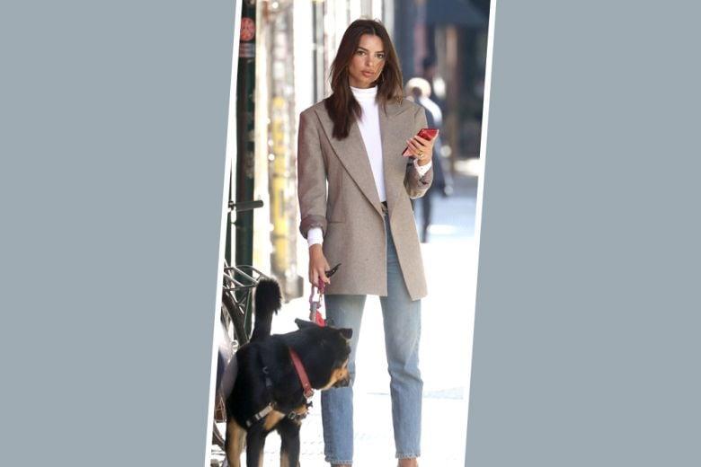 Blazer + jeans + dolcevita: la combo autunnale di Emily Ratajkowski che vorremmo indossare h 24