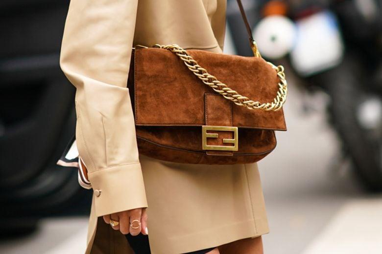 Le borse scamosciate sono il tocco di morbida eleganza invernale che stavate cercando