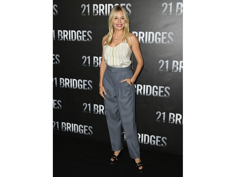 Sienna-Miller-in-Chloé-alla-prima-di-21-Bridges