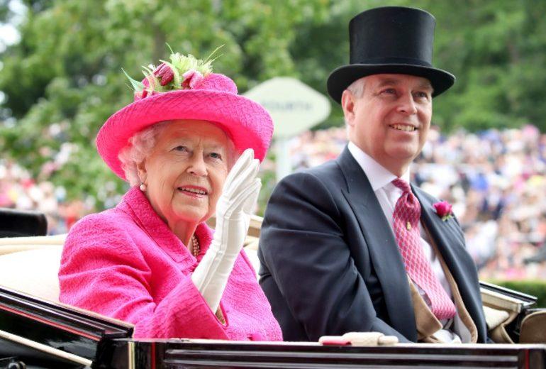 Il Principe Andrea si ritira dai doveri della Royal Family: ecco cosa significa