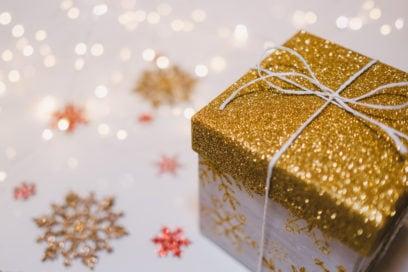 Regali di Natale economici: le idee beauty sotto i 50 euro per fare un figurone