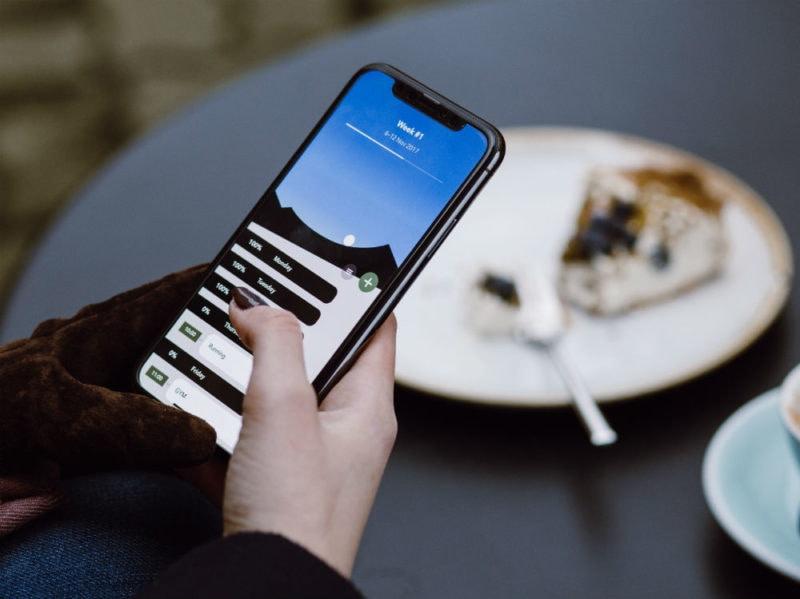 smartphone dessert piatto