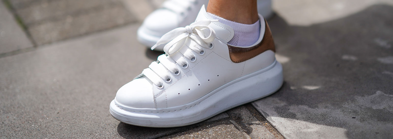 sneakers-stylight-desk