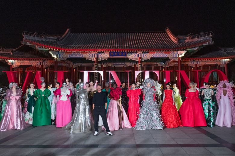 Valentino a Beijing: una sfilata Haute Couture e un party per l'apertura del nuovo flagship store