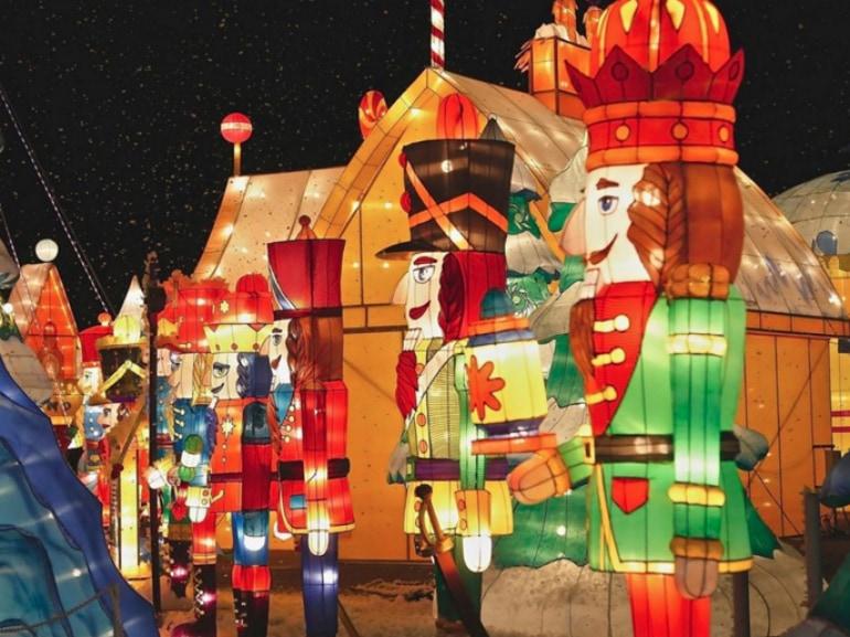 Christmas Wonderland prati bus district