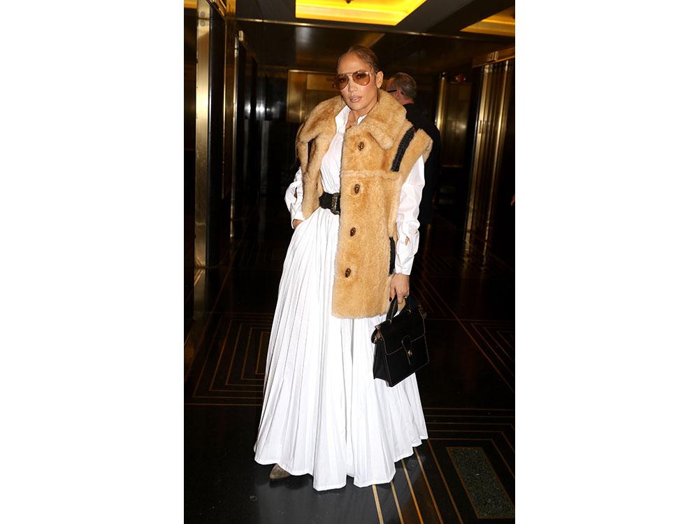 Jennifer-Lopez-in-Valentino-getty